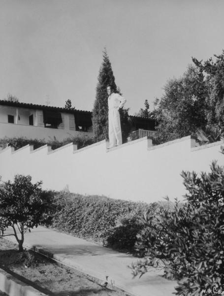 Humphrey Bogart at home, circa 1940.MPTV - Image 0015_1331