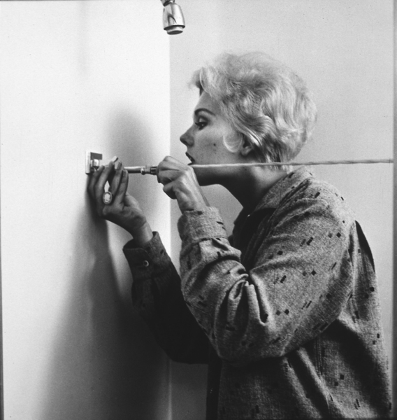 Kim Novak in the shower at her home in Los Angeles, CA, 1956. © 1978 Sid Avery MPTV - Image 0036_0089