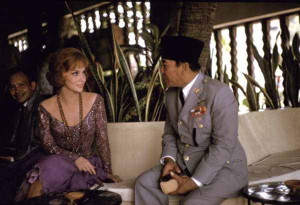 Gina Lollobrigida and President Sukarno of Indonesia in Acapulco, Mexico 1959 © 1978 Sid Avery - Image 0041_0332