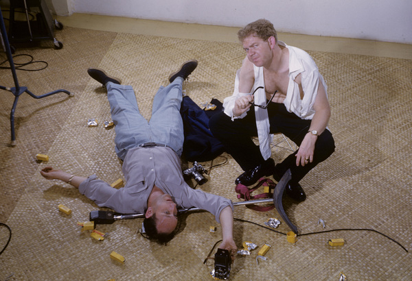 Stan Freberg (as Johnnie Ray) and photographer Sid Avery1954© 1978 Sid Avery - Image 0059_0626