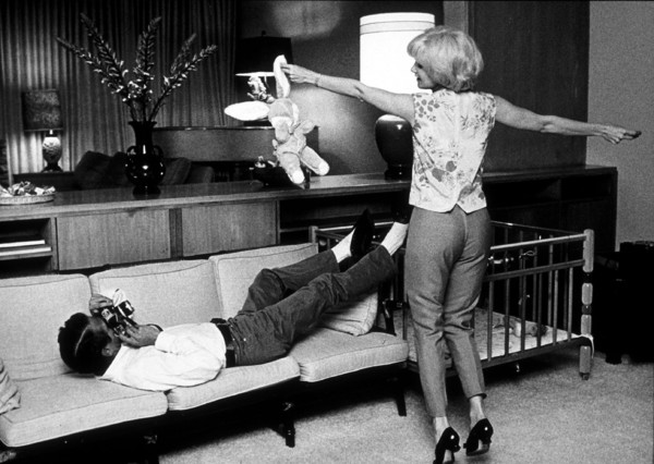 Paul Newman and Joanne Woodwardat home, 1963. © 1978 David Sutton - Image 0070_0263
