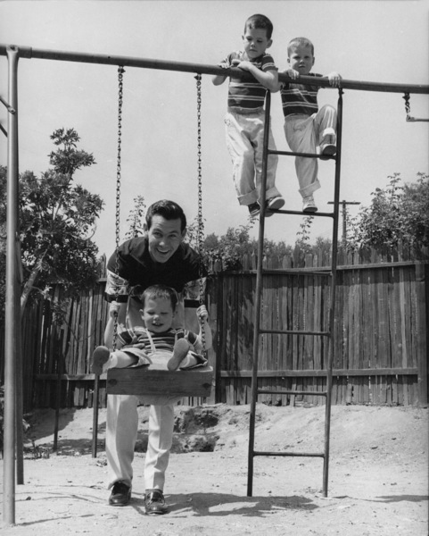 Johnny Carson at home with his sons Richard, Christopher and Cory 1954Photo by Gabi Rona - Image 0072_0210