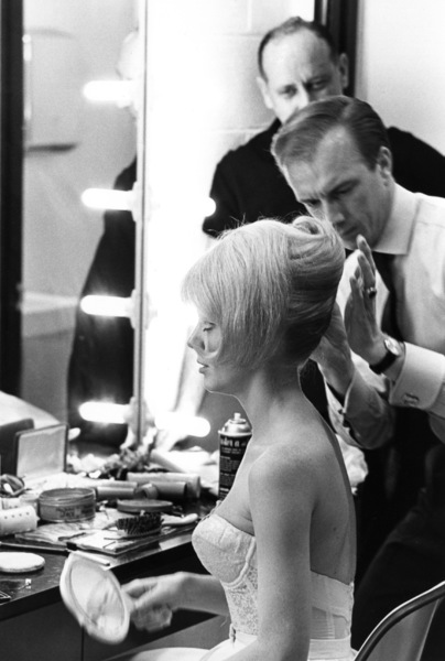 Inger Stevenswith hairstylist Leslie Blanchard during a photo shoot for Clairol / Photographer Sid Avery in background1964 © 1978 Sid Avery - Image 0088_0204