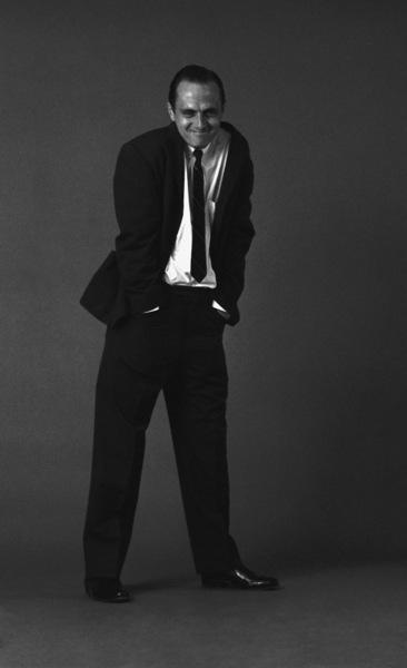 Bob Newhart enacting his drunk routine1961© 1978 Sid Avery - Image 0092_0001