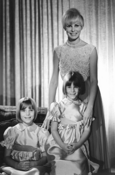 Janet Leighwith daughters Kelly and Jamie Lee CurtisC. 1963 © 1978 John Engstead - Image 0194_0078
