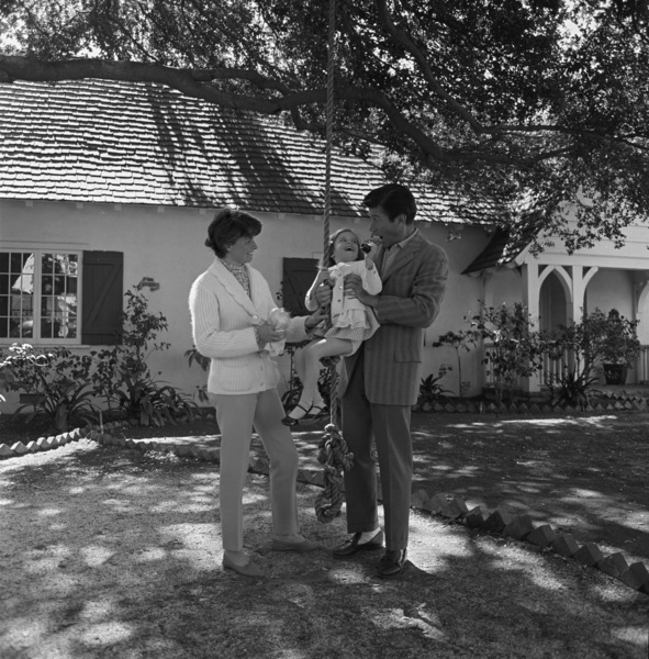 Efrem Zimbalist Jr. with his wife and daughter, Stephanie, at home in Encino, CA1961© 1978 Sid Avery - Image 0286_0010