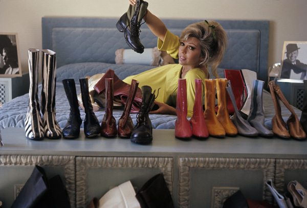 Nancy Sinatra at home1967© 1978 Gunther - Image 0336_0156