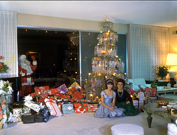 Sinatra Christmas at home with Nancy & Nancy Jr.,c. 1966. © 1978 Ted Allan - Image 0337_1591