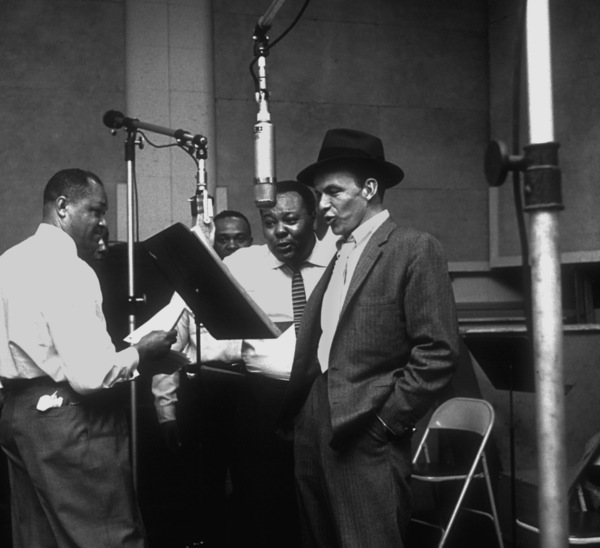 Frank Sinatra with the Nuggets at a Capitol Records recording session /1955 © 1978 Sid Avery - Image 0337_1800