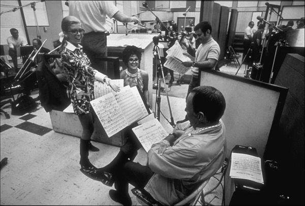 Frank Sinatra with daughters Tina and Nancy at a family recording session / Aug. 1968 © 1978 Ed Thrasher - Image 0337_2076