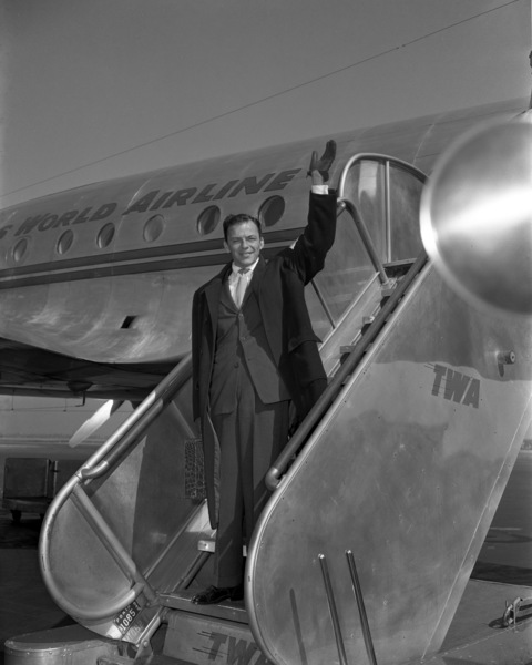 Frank Sinatra at LaGuardia airport in New Yorkcirca 1947© 1978 Barry Kramer - Image 0337_2824