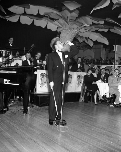 Frank Sinatra performing at the Copacabana (nightclub) in New Yorkcirca 1943© 1978 Barry Kramer - Image 0337_2826