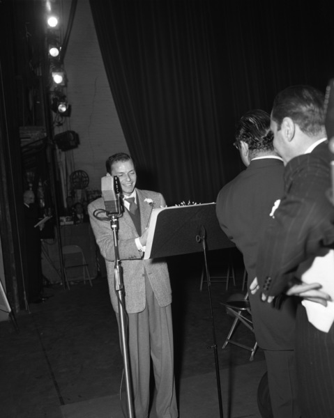 Frank Sinatra on his 32nd birthday1947© 1978 Barry Kramer - Image 0337_2848