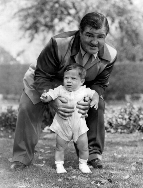Lou Costello with son Lou Jr., who drowned in swimming pool,11/5/1943.**I.V. - Image 0507_0012