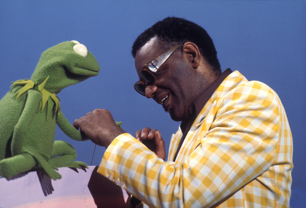 "Ray Charleswith Kermit the Frogon ""Sesame Street""circa 1972Photo by Gabi Rona - Image 0591_0010"