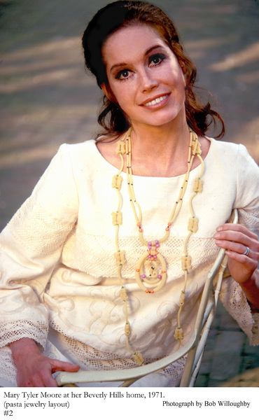 Mary Tyler Moore at home in Beverly Hills fora Family Circle Pasta Jewelery Feature, 1971 © 1978 Bob Willoughby - Image 0645_0126
