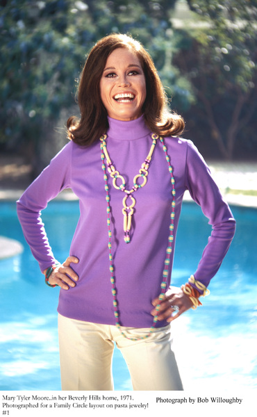Mary Tyler Moore at home in Beverly Hillsfor a Family Circle Pasta Jewelery Feature, 1971 © 1978 Bob Willoughby - Image 0645_0127