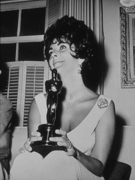 """Elizabeth Taylor with her Academy Award for """"Butterfield 8""""1960**R.C.MPTV - Image 0712_0057"""