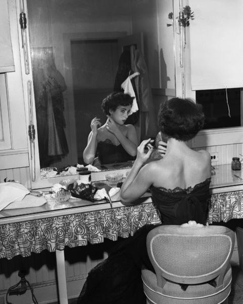 Elizabeth Taylorcirca 1950s** I.V. - Image 0712_5212