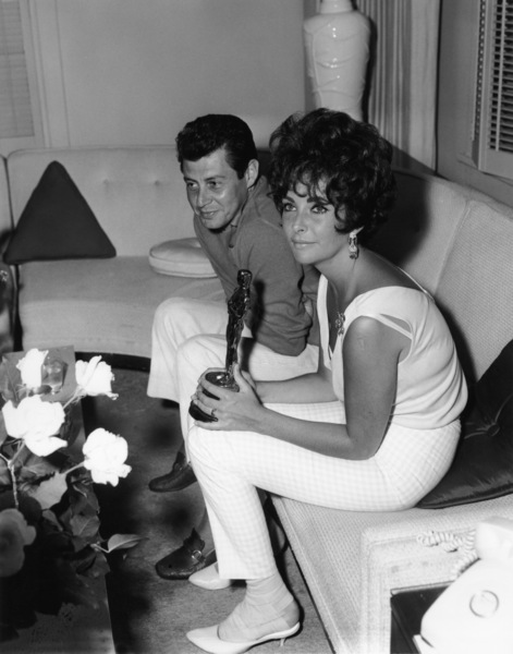 """Elizabeth Taylor with Eddie Fisher and her Oscar for her performance in """"BUtterfield 8""""1961** I.V. - Image 0712_5299"""