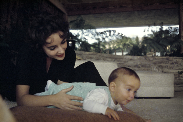 Elizabeth Taylor and son Christopher at her Beverly Hills homecirca 1956© 1978 Sanford Roth / A.M.P.A.S. - Image 0712_5317