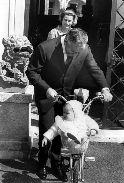 Grace Kelly with Prince Rainier and Princess Stephanie, 1966. - Image 0724_0252