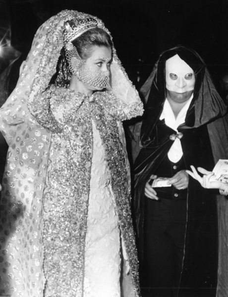 Grace Kelly arrives at the masked ball at Rezzonico Palace, 1967. - Image 0724_0253