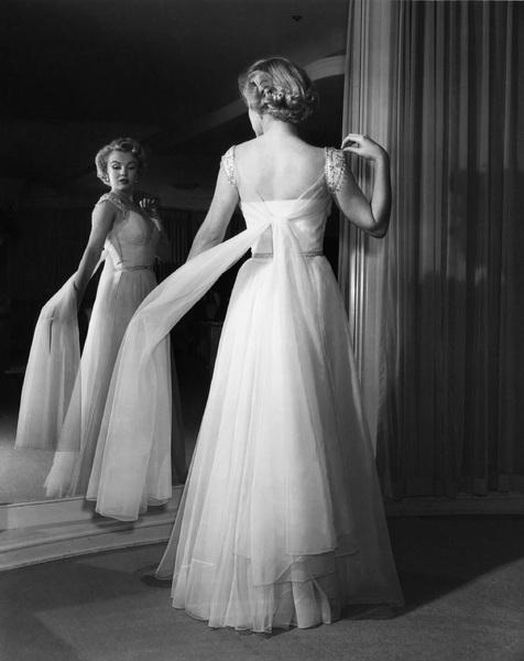 Marilyn Monroecirca 1953** I.V. - Image 0758_1082