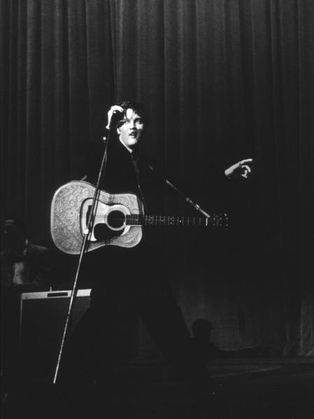 Elvis Presley performing in L.A., 1956. Photo: Ernest Reshovsky © 1978 Marc Reshovsky - Image 0818_0538