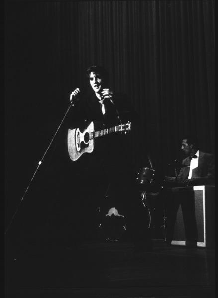 Elvis Presley during a 1956 L.A. performance. Photo: Ernest Reshovsky © 1978 Marc Reshovsky - Image 0818_0556