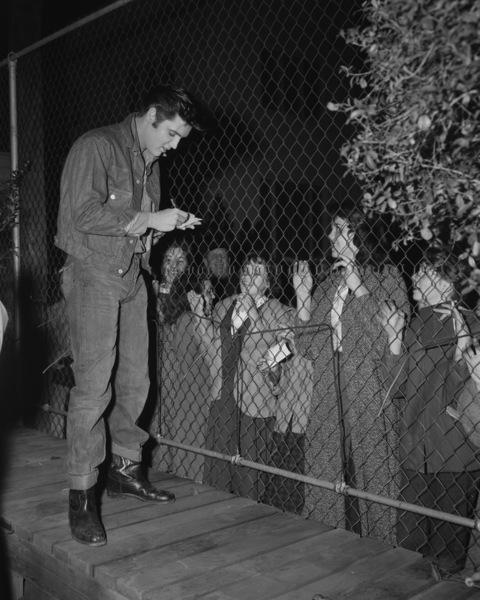 Elvis Presley signing autographscirca 1960** I.V. - Image 0818_0681