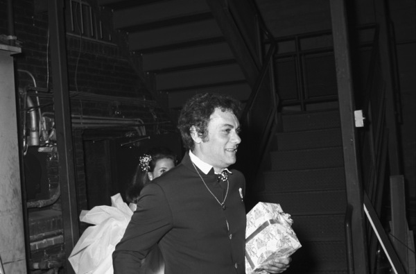 Tony Curtis and Leslie Allen at their wedding reception 1968 © 1978 Gunther - Image 0845_0610