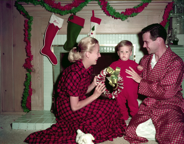 Jack Lemmon his wife Cynthis Boyd Stone and their son Christopher at home 1955 © 1978 Sid Avery - Image 0894_0188