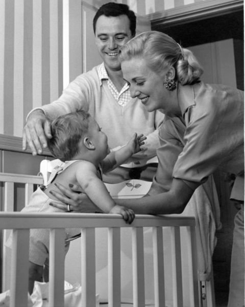 Jack Lemmon with wife Cynthia Lemmon and son Chris at home, 5/10/55. © 1978 Sid Avery - Image 0894_0216