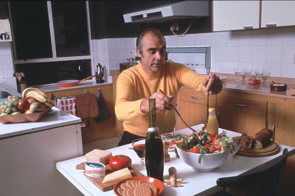 Sean Connery in his apartment in New York, 1975. © 1978 David Sutton - Image 0955_0610