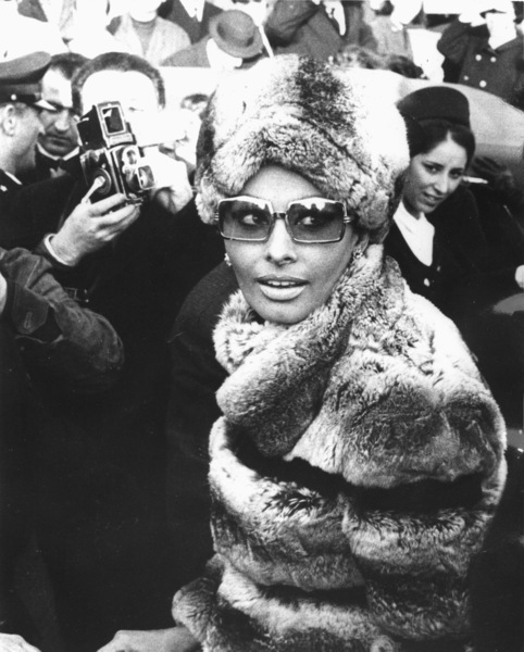Sophia Loren at the Fiumicino Airportin rome, 1969. - Image 0959_2084