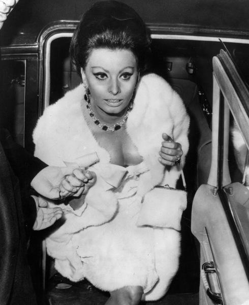 "Sophia Loren at the premiere of""Dr. Zhivago,"" 1965. - Image 0959_2116"