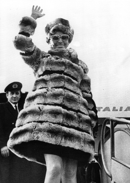 Sophia Loren arrives in Rome, 1969. - Image 0959_2124
