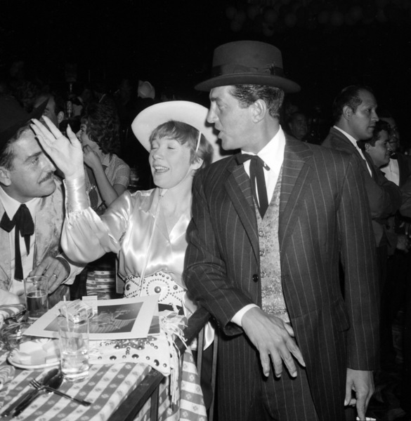 """Share Party""Shirley MacLaine, Dean Martin1960 © 1978 David Sutton - Image 10730_0011"