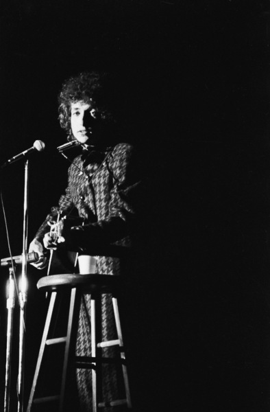 Bob Dylan performing in Seattle, Washington1966 © 1978 Ulvis Alberts - Image 10855_0023