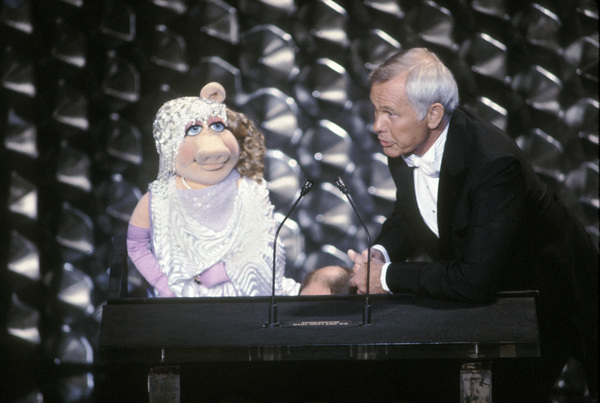 """Academy Awards: 52nd Annual""Miss Piggy, Johnny Carson (Host)1980 © 1980 GuntherMPTV - Image 10877_0066"