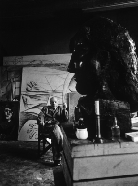 Pablo Picasso at his studio on Rue Des Grands Augustins in Paris circa 1950s © 1998 Sanford Roth / Los Angeles County Museum of Art - Image 12059_0003