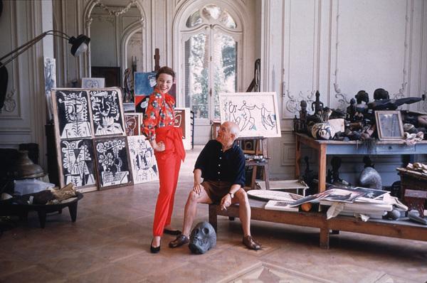 Pablo Picasso with French model Bettina Graziani in his Cannes Villa, La Californie1955 © 2001 Mark Shaw - Image 12059_0018
