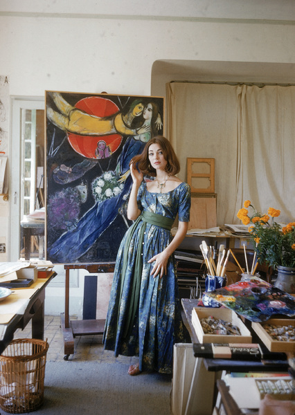 Model Ivy Nicholson against Marc Chagall