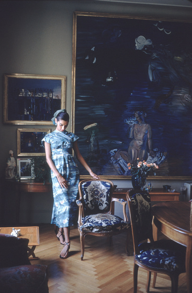 """Raoul Dufy Art """"Aphrodite"""" - Rt., """"The Breakwater""""-Lft. with French model Jackie Mazel 1955 © 2001 Mark Shaw - Image 12413_0004"""
