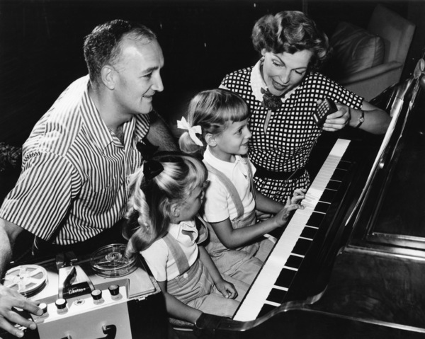 Tom Harmon, Elyse Knox and their two daughters, Kristin and Kellycirca 1950sPhoto by Gabi Rona - Image 12980_0001
