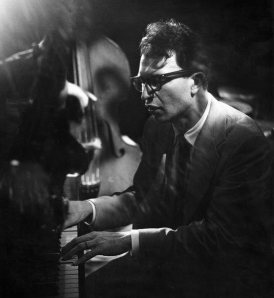 Dave Brubeck, 1954. © 1978 Bob Willoughby / MPTV - Image 13303_6