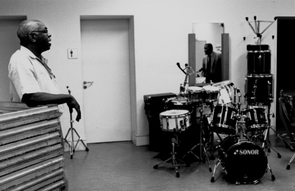 """Connie Kay and John Lewis (mirror reflection) backstage at the """"Jazz Gipfel"""" concert, Stuttgart, Germany, 1992. © 1978 Bob Willoughby / MPTV - Image 13374_33"""