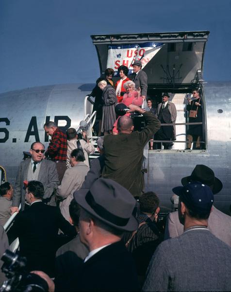 """U.S.O. Tour""(Canada)Bob Hope & Jayne Mansfield1962Photo By Gerald SmithMPTV - Image 13451_5"