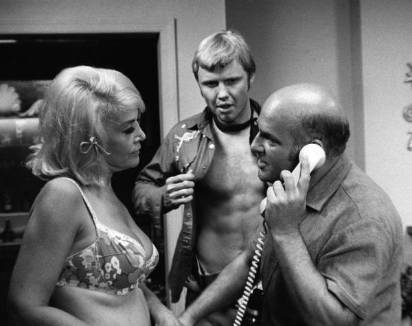 """Midnight Cowboy""Sylvia Miles, Jon Voight, director John Schlesinger1969 United Artists** I.V. - Image 13936_0001"